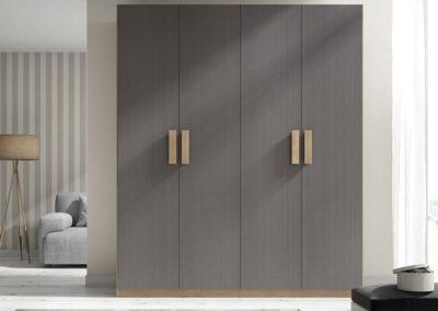 AV11- Armario de puertas batientes lisas, combinado en dos tonos, posibilidad de otras medidas, diferentes acabados de color, a juego con dormitorio.