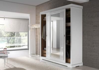 AV17 Armario de puertas correderas con lunas, posibilidad de otras medidas, diferentes acabados de color, a juego con dormitorio.