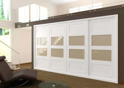 AV3 - Armario empotrado  a medida de puertas correderas plafonadas, cristales centrales, acabado en madera,  gran variedad de acabado de color en madera y cristales.