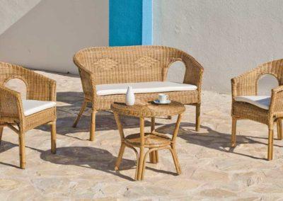 EX14 Conjunto sofá de 2 plazas con mesa a juego, en mimbre, color de tapicería a elegir.