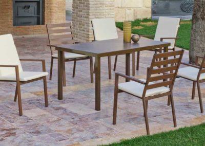 EX18 Conjunto de mesa de hierro con sillones a juego, posibilidad de diferentes medidas, acabado tapicería a elegir.