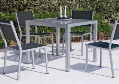 EX19 Conjunto de mesa de acero con sillones a juego, posibilidad de diferentes medidas, acabados a elegir.