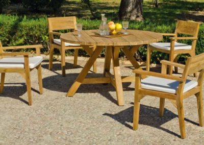 EX20 Conjunto de mesa redonda en madera de teca con sillones a juego, posibilidad de diferentes medidas, acabado tapicería a elegir.