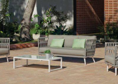 EX7 Conjunto sofá de tres plazas con 2 sillones con mesa a juego, tapicería a elegir.