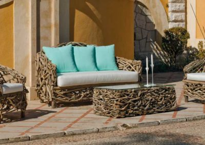 EX8 Conjunto sofá de tres plazas con 2 sillones en línea rustica, tipo ramas con mesa a juego, tapicería a elegir.
