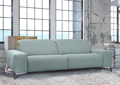 TP10 Sofá 3 plazas con dos asientos relax, cabezales reclinables y asientos fijos. Patas altas cromadas. Tapicería a elegir.