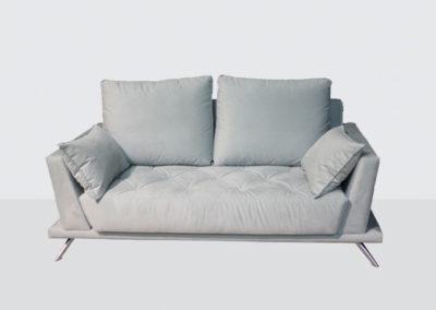 TP4 Sofá 3 plazas, línea recta respaldo y asiento fijos. Patas cromadas. Tapicería a elegir.