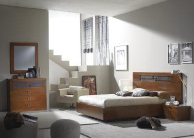 DC1 Dormitorio en madera maciza con bancada arcón, en color cerezo oscuro, posibilidad de diferentes medidas de cama, Armario a juego.