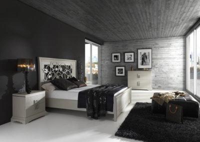 DC14 Dormitorio en madera  color marfil con detalles en plata, cabecero de filigrana en madera, tiradores de filigrana metálicos, posibilidad de diferentes medidas de cama, armario a juego.