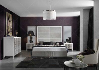 DC19 Dormitorio con cabezal alto en madera lacada rayada gris y blanco, bancada arcón, mesillas y sinfonier combinado en dos acabados con patas, detalle de ala de cabezal de espejos, posibilidad de armario a juego.