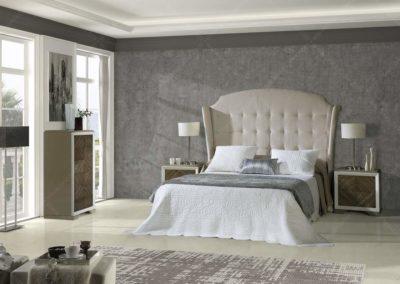 DC8 Dormitorio en madera  color caoba con molduras en plata, sin tiradores,  espectacular cabecero  con forma tapizado en beige, posibilidad de diferentes medidas de cabecero, posibilidad de sinfonier o cómoda y  armario a juego.