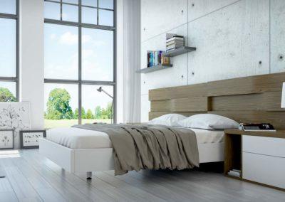 DM5 Dormitorio de cabecero corrido tipo tetris en nogal claro, mesillas con frente de cajones en blanco combinado con color natural, posibilidad de armario a medida.