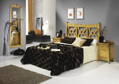 DR1 Dormitorio en madera maciza con nudos, mesillas de puertas y cajón, posibilidad de sinfonier, cómoda y armario a juego.