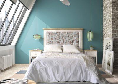 DR10 Dormitorio en madera maciza en blanco arenado, con cabezal alto tapizado, posibilidad de diferentes medidas de cabezal.