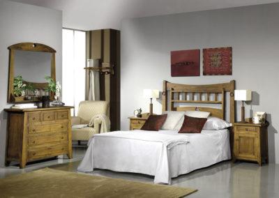 DR3 Dormitorio en madera maciza, posibilidad de diferentes medidas de cabezal, mesillas de puertas y cajón, armario a juego.