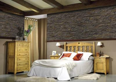 DR4 Dormitorio en madera maciza, posibilidad de diferentes medidas de cabezal, mesillas de puertas y cajón, armario a juego.