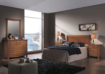 DR6 Dormitorio en madera maciza, color cerezo con mesillas y cómoda con espejo a juego, posibilidad de diferentes medidas de cabezal, varias opciones de armario a juego.