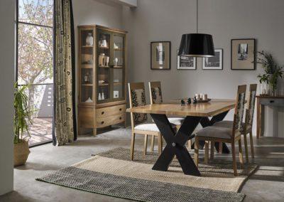SR4 Comedor rustico en madera maciza de nogal, diferentes medidas de mesa, combinada con patas en madera oscura.